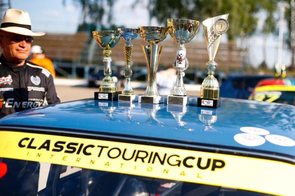 Жара, гонки, бассейн! Как прошел третий этап Classic Touring Cup